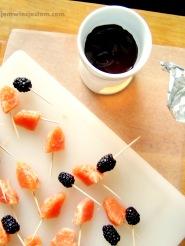 Zdrowe słodycze. Krwista pomarańcza i jeżyny maczane w 80% czekoladzie...