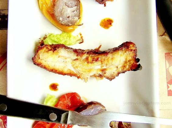 Na świąteczny weekend! Młode, długo pieczone, w średniej temperaturze żeberka BBQ z mini paprykami i niebieskimi ziemniakami!