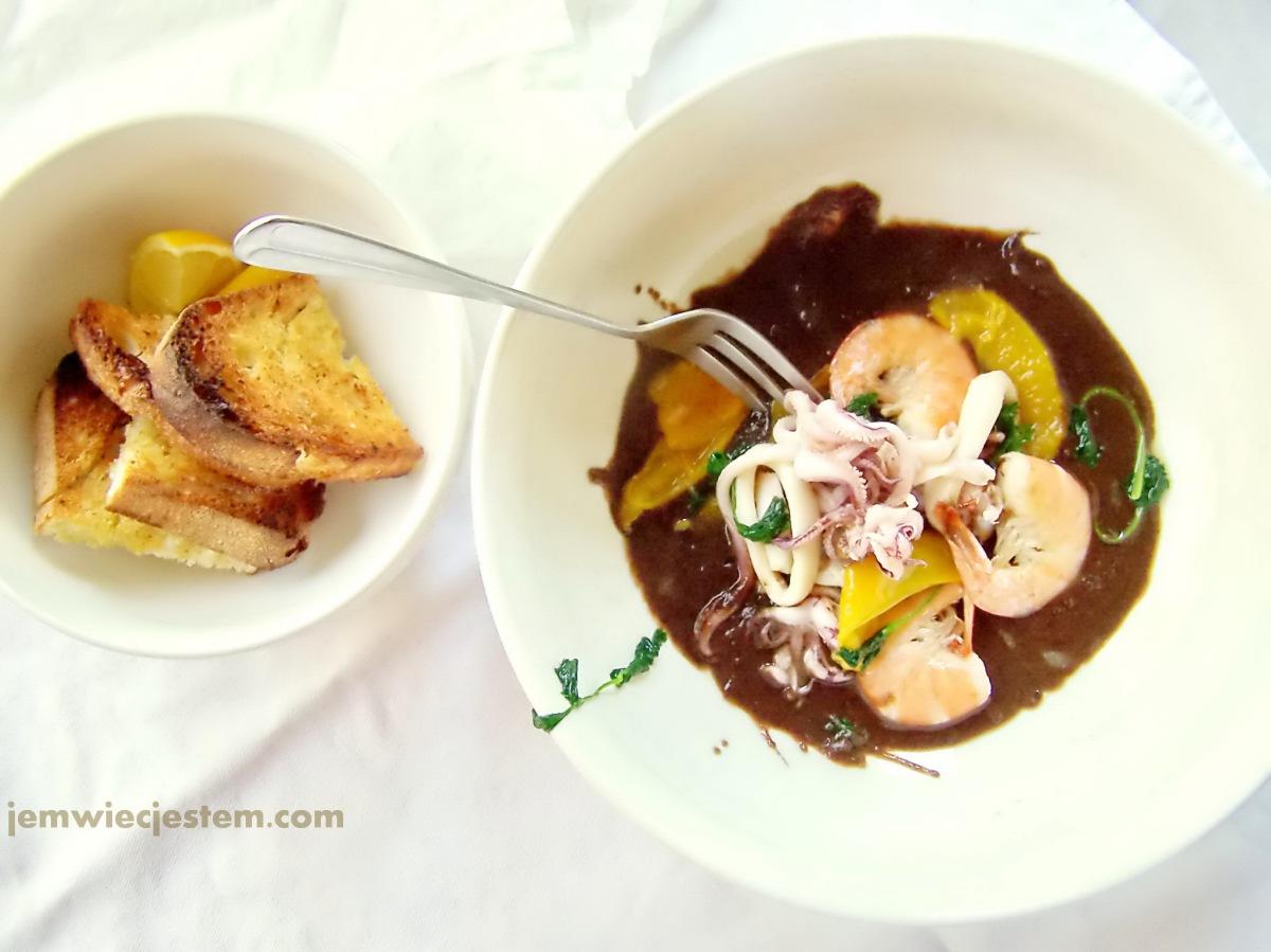 Sekretny przepis na egzotyczny sos z czarnej fasoli, doskonały do kalamarów i krewetek