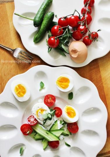 Prosta sałatka z jajek i świeżego oregano...